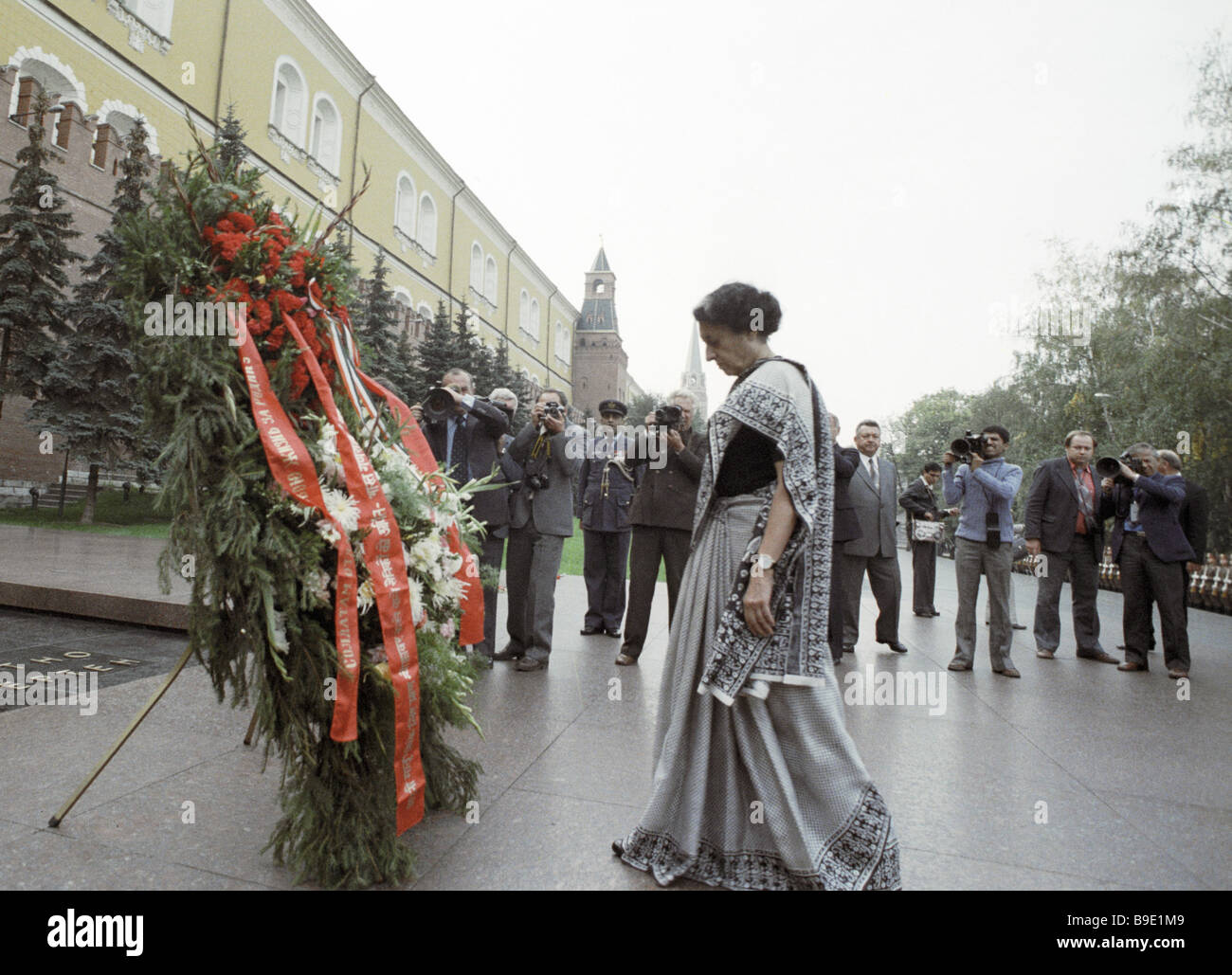 Indian Prime Minister Indira Gandhi laying a wreath to the Unknown Soldier Tomb during her visit to the USSR Stock Photo