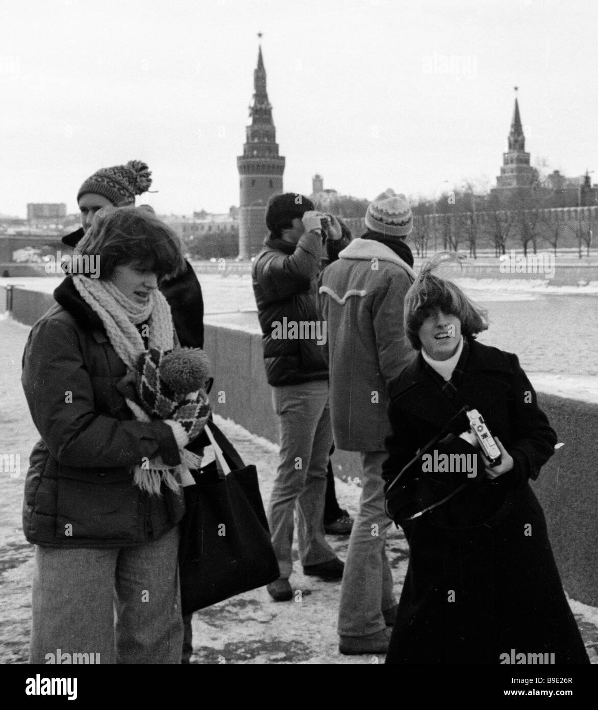 Tourists taking photos of the Kremlin from the Moskva River embankment - Stock Image