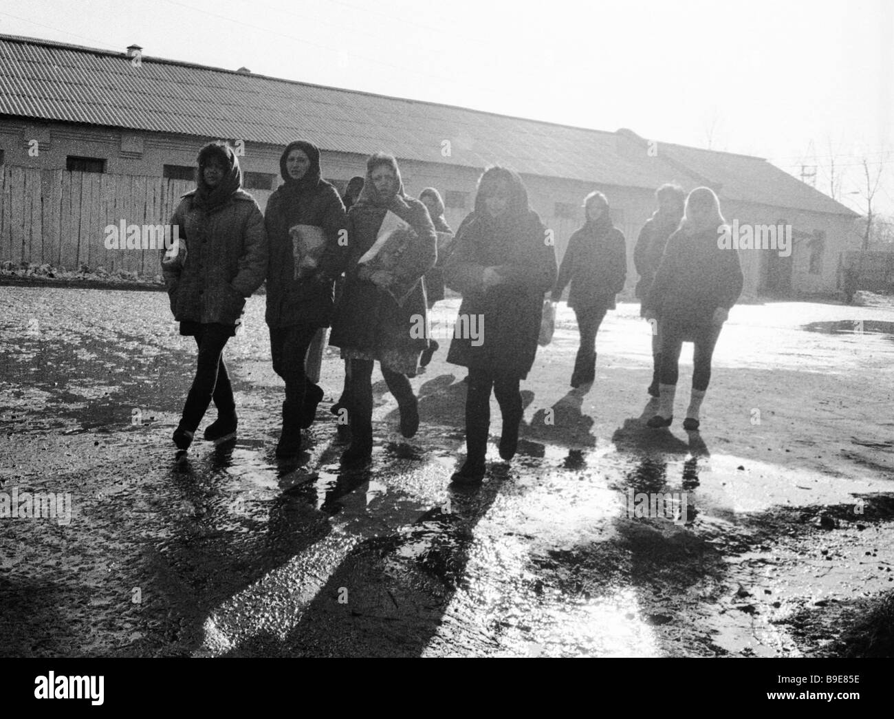 Inmates of the women s penal colony of Mozhaisk going to the bath house - Stock Image