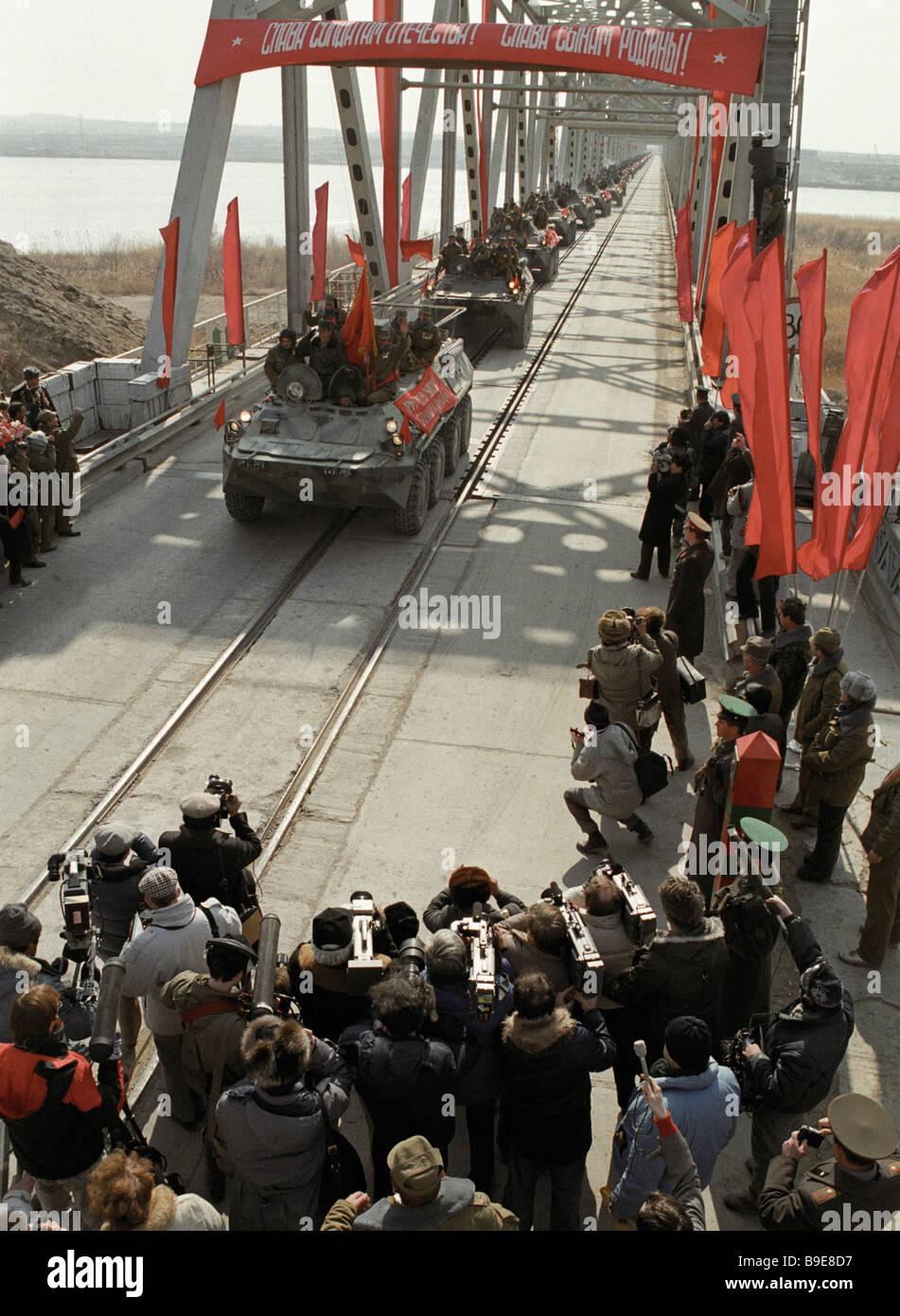 Last Soviet troop column crosses Soviet border after leaving Afghanistan - Stock Image
