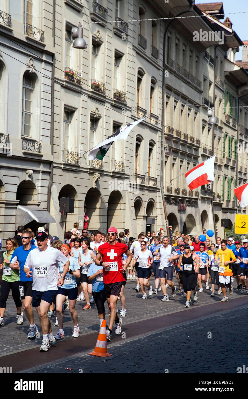 Runners during the Berne Grand Prix Kramgasse Old Town Berne Canton of Berne Switzerland - Stock Image