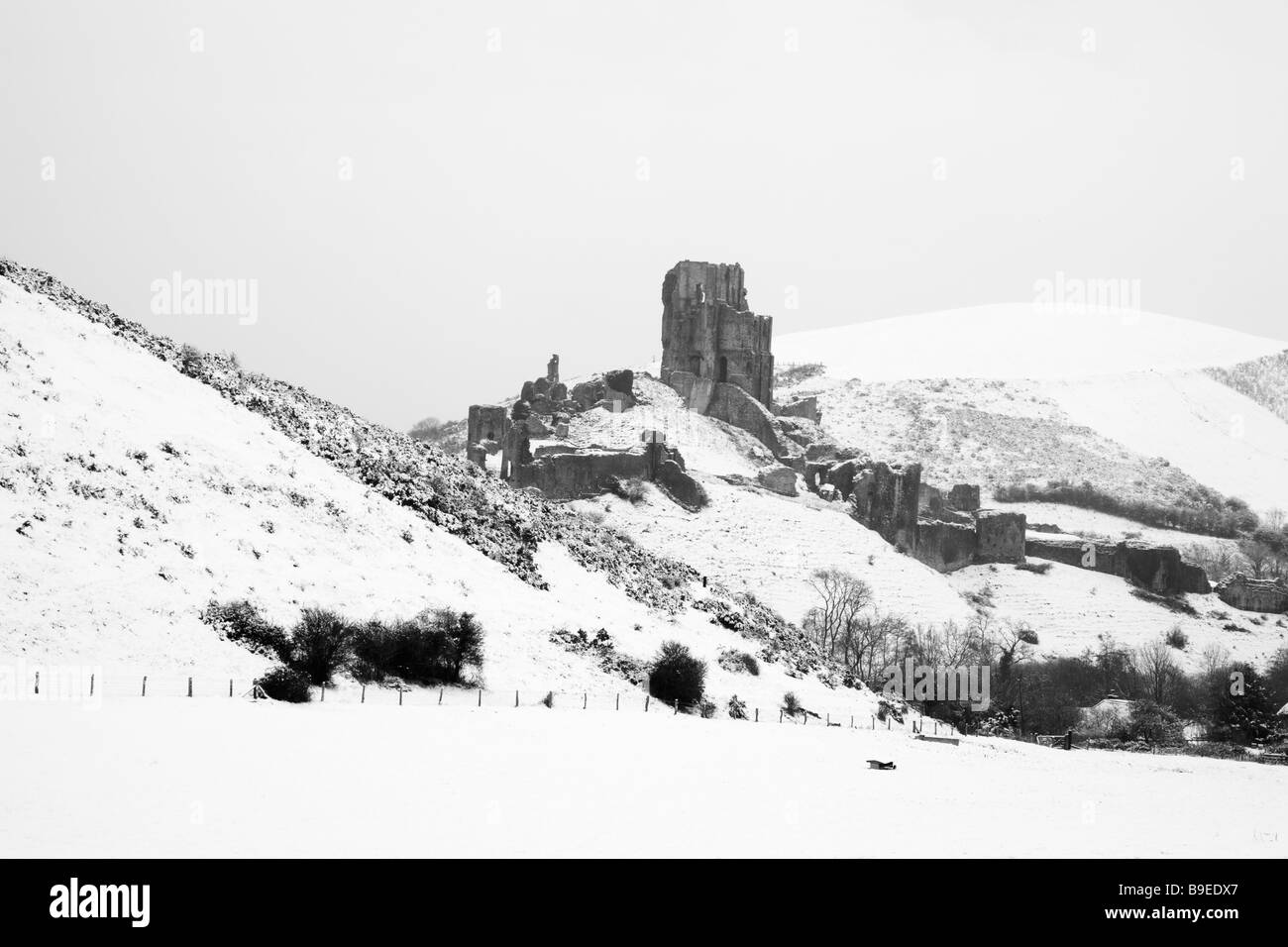 A rare fall of snow covers the Dorset landscape around the ruins of Corfe Castle - Stock Image