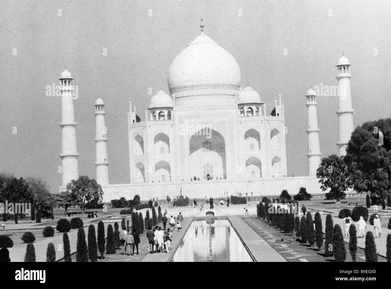 The Taj Mahal mausoleum of Sultan Shah Jahan and his wife Mumtaz Mahal at Agra Stock Photo