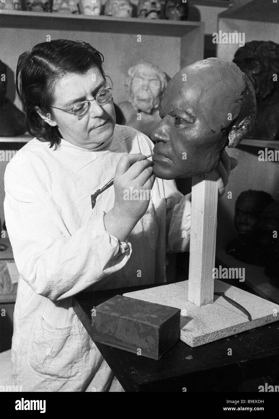 Reconstructing a face from a scull Anthropology Research Institute - Stock Image