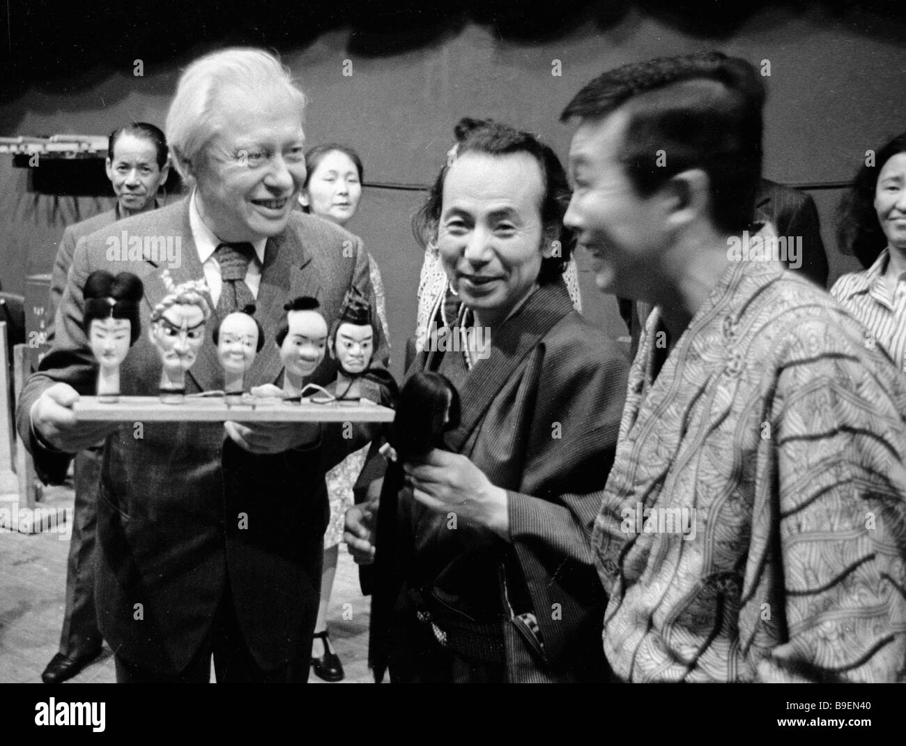 Japanese puppeteers presenting Sergei Obraztsov a Russian puppet master left with Japanese puppets - Stock Image