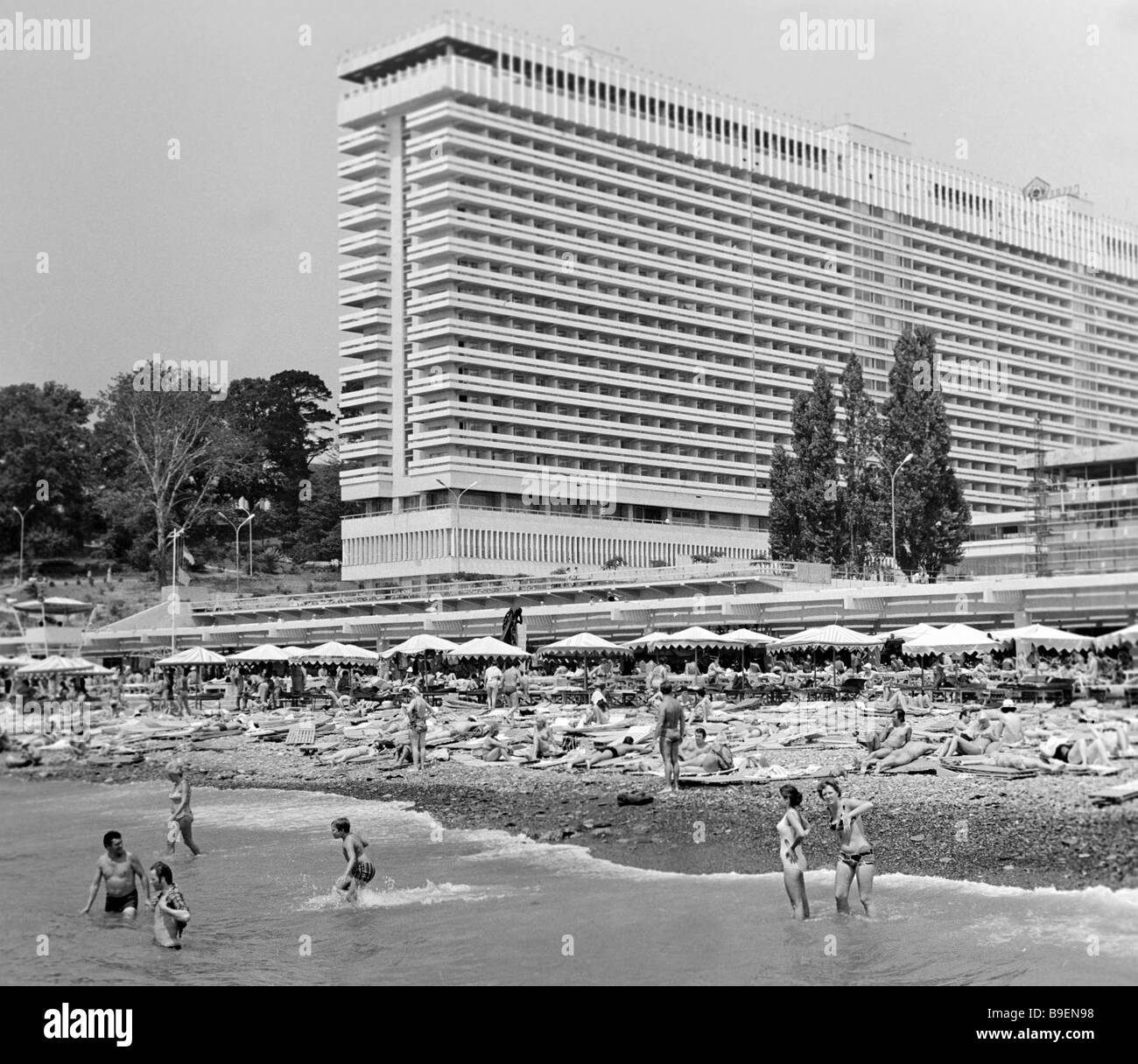 Vacationers on the beach of the Pearl Hotel - Stock Image