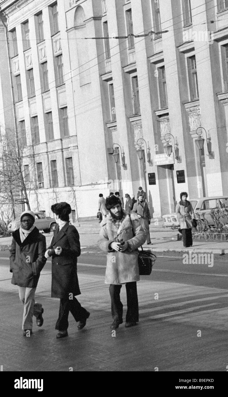 Students in front of thee building of the All Union State Institute of Cinematography - Stock Image