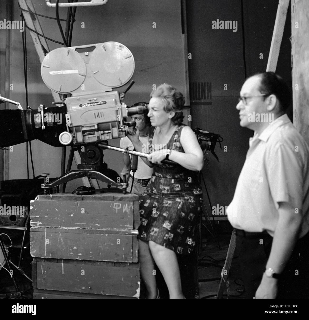 Director Tatiana Lioznova filming Seventeen moments in spring at the Mosfilm studios - Stock Image
