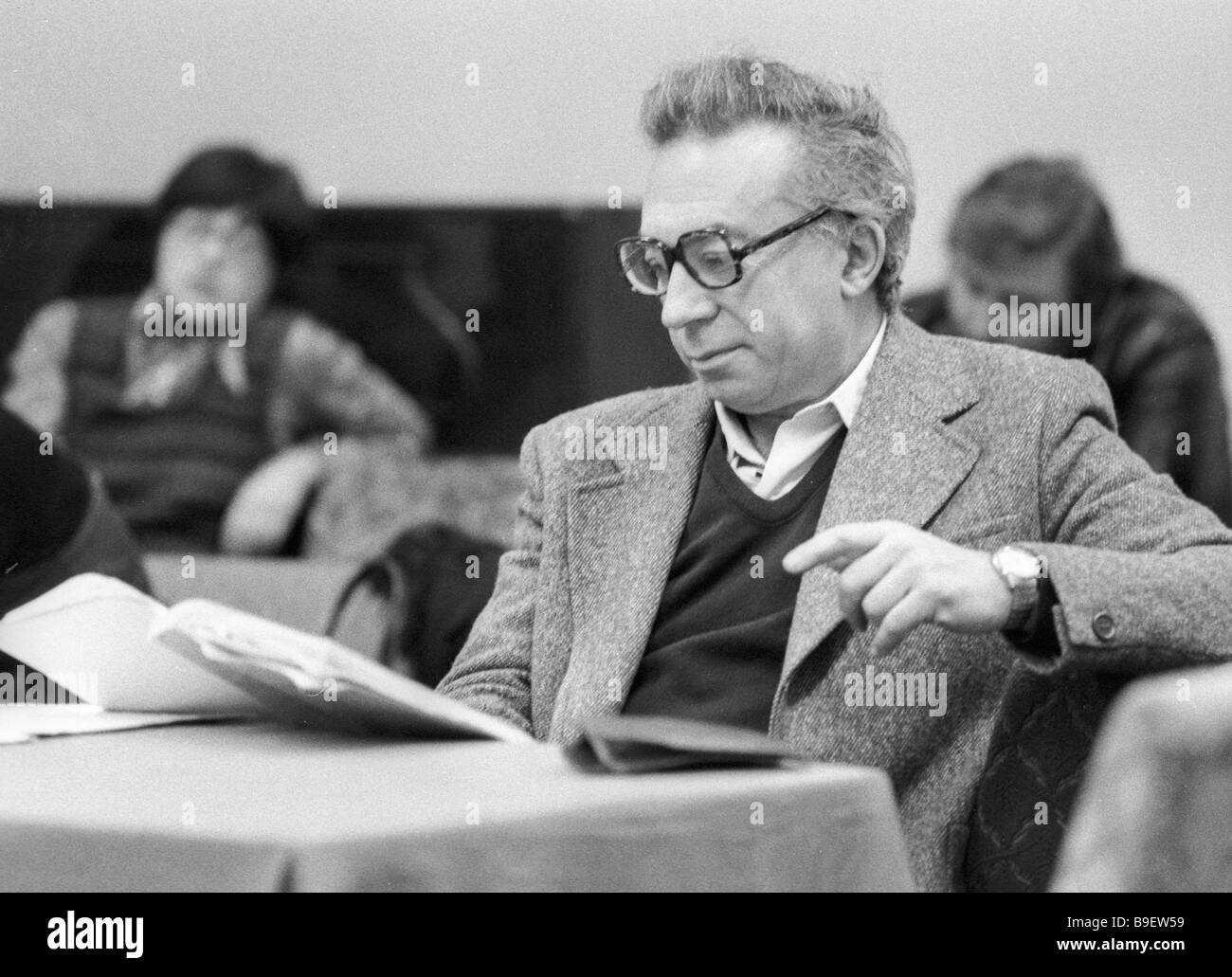 Anatoly Efros director of Moscow s Drama Theater on Malaya Bronnaya Street during rehearsal - Stock Image