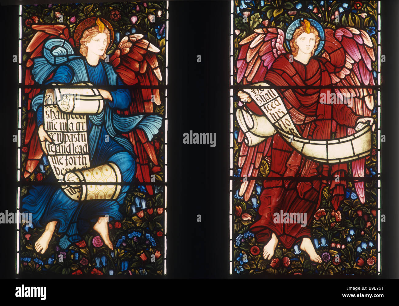 706-3-77ay Two angels with scrolls East Window Brampton Cumbria - Stock Image