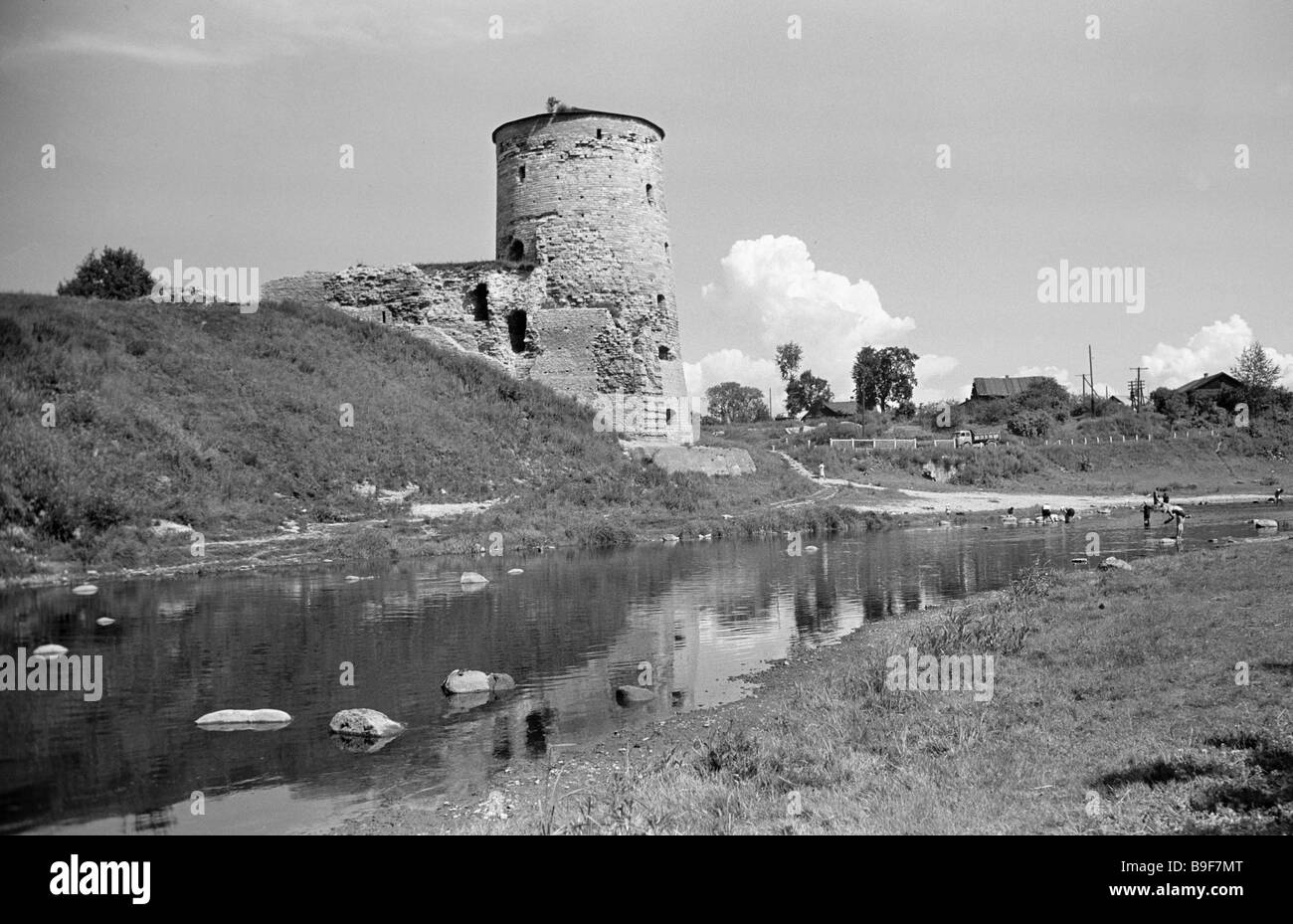 The sixteenth century Gremyachaya turret in the city of Pskov - Stock Image