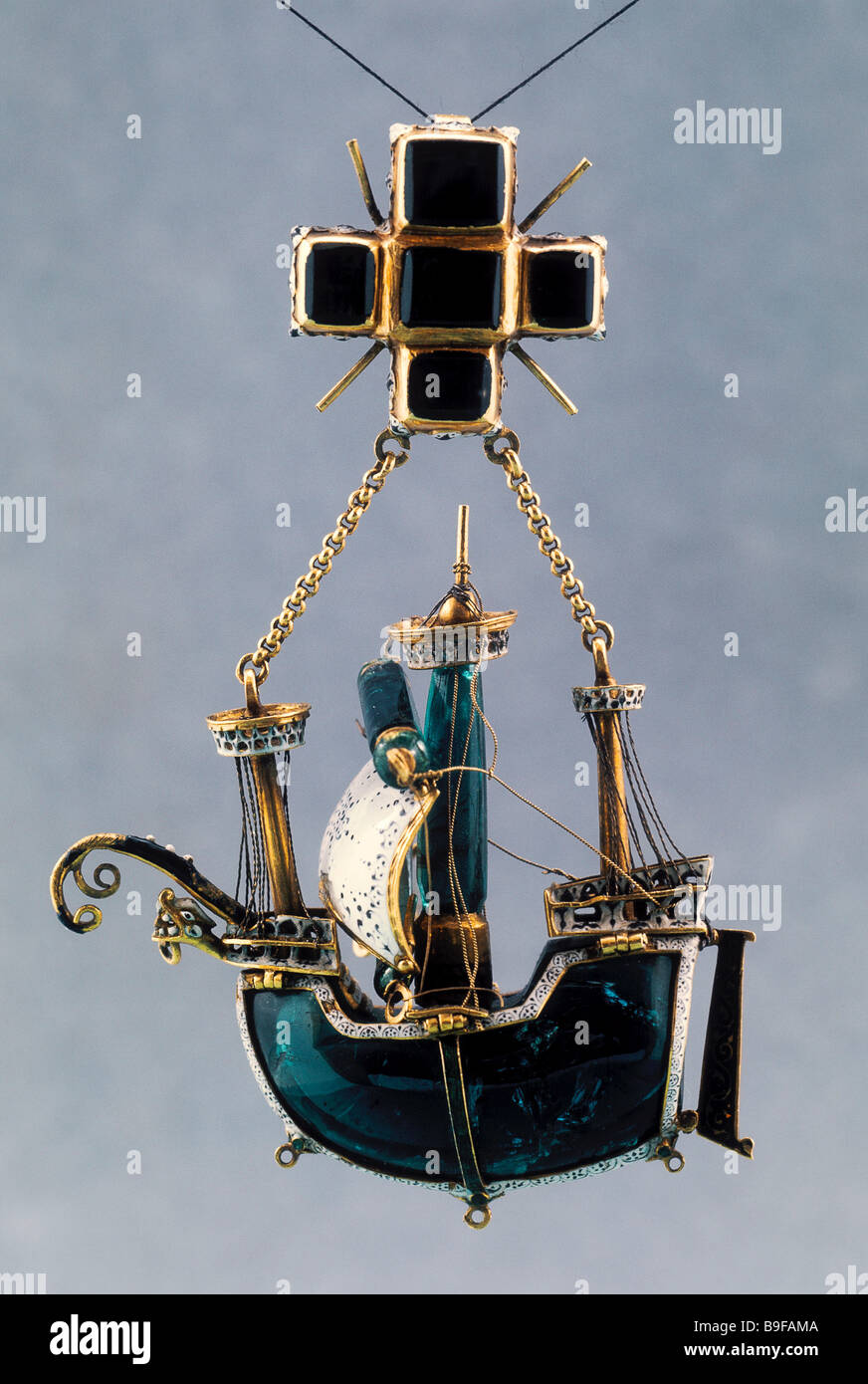 Sixteenth century golden Spanish caravel State Hermitage Golden Collection - Stock Image