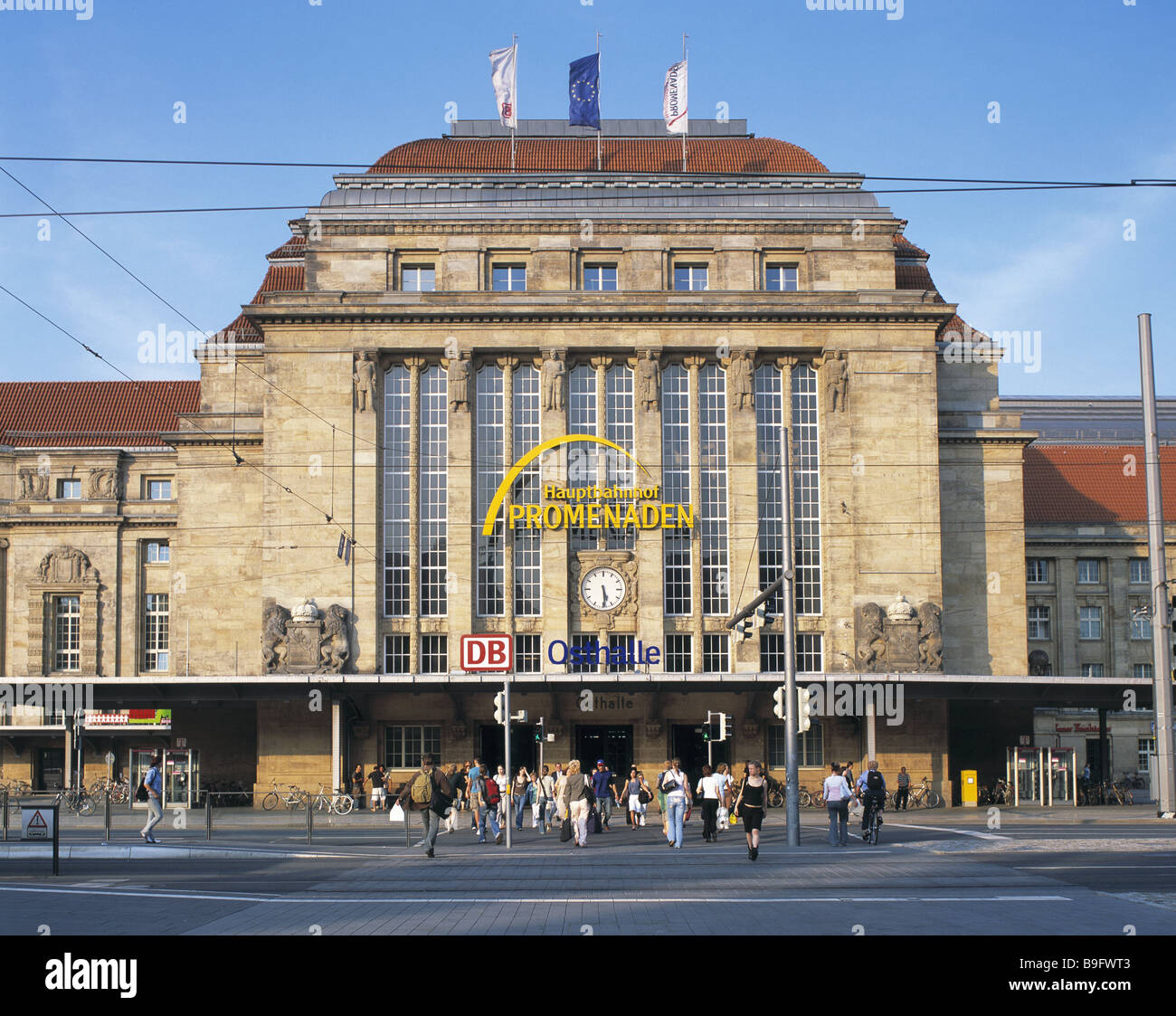 Germany Saxony Leipzig main train station promenades people railway station terminus railway station-buildings construction - Stock Image