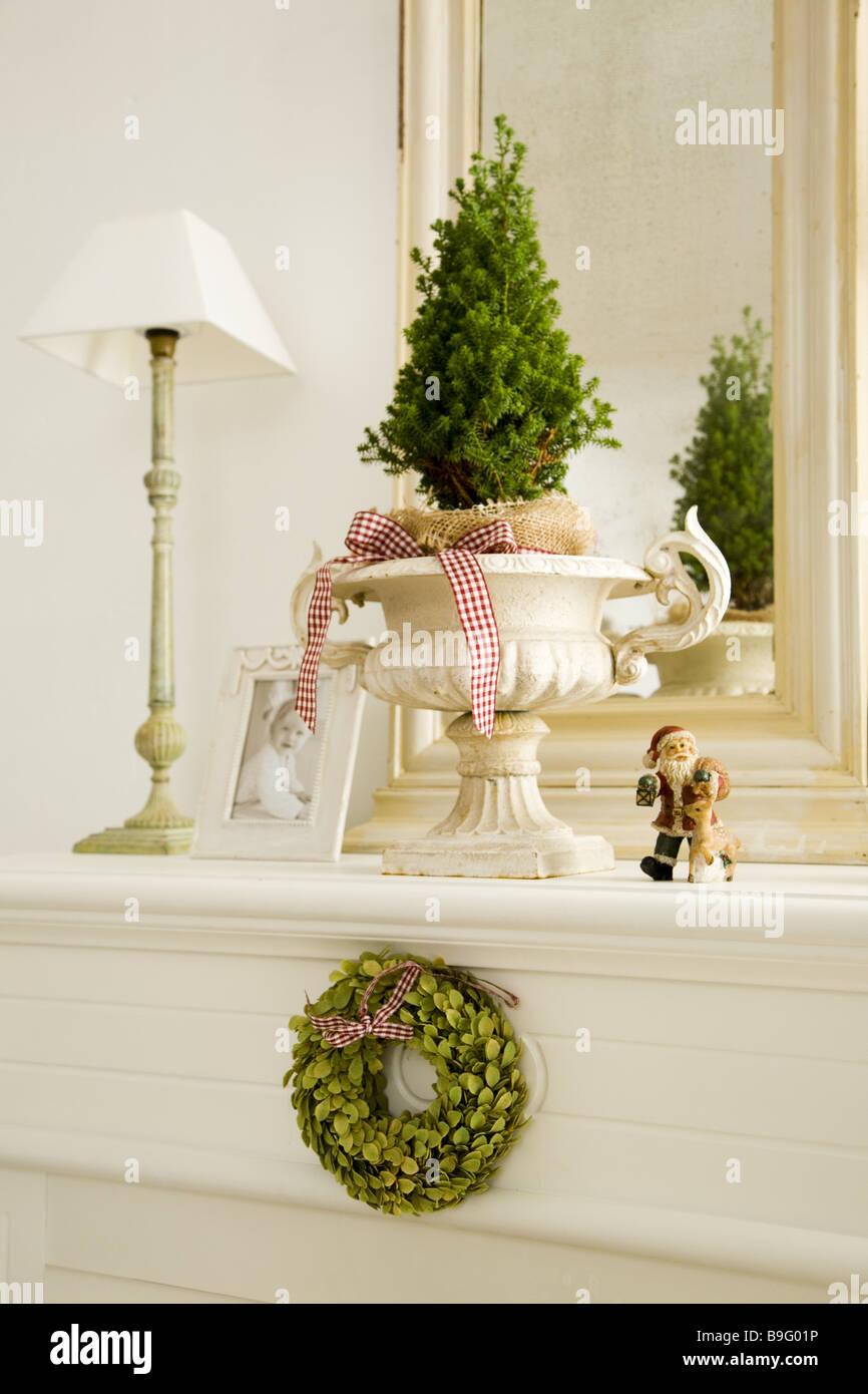 Mantelpiece christmas-decoration lamp baby-photo living room chimney ...