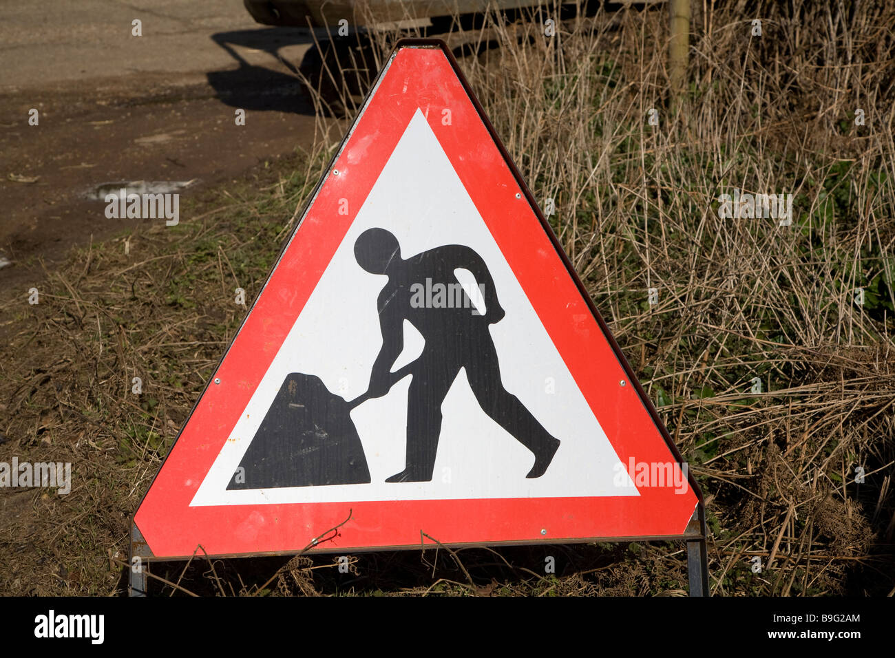 Men at work red triangle road sign - Stock Image