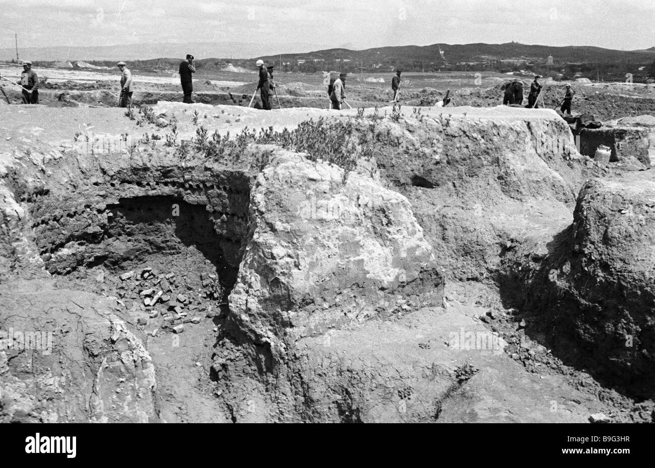 A group of researchers from the Institute of Archaeology of the Uzbek Academy of Sciences digging up the site of - Stock Image