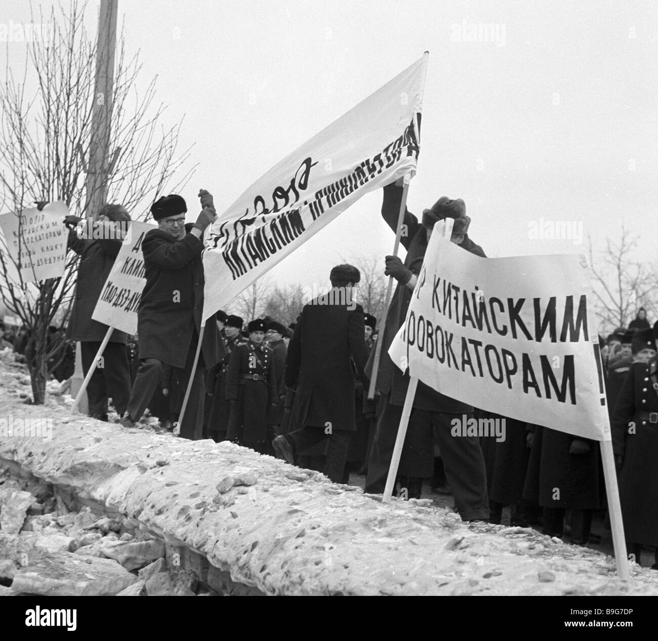 Muscovites setting up placards outside the Chinese embassy during a rally to protest provocations on the Soviet - Stock Image