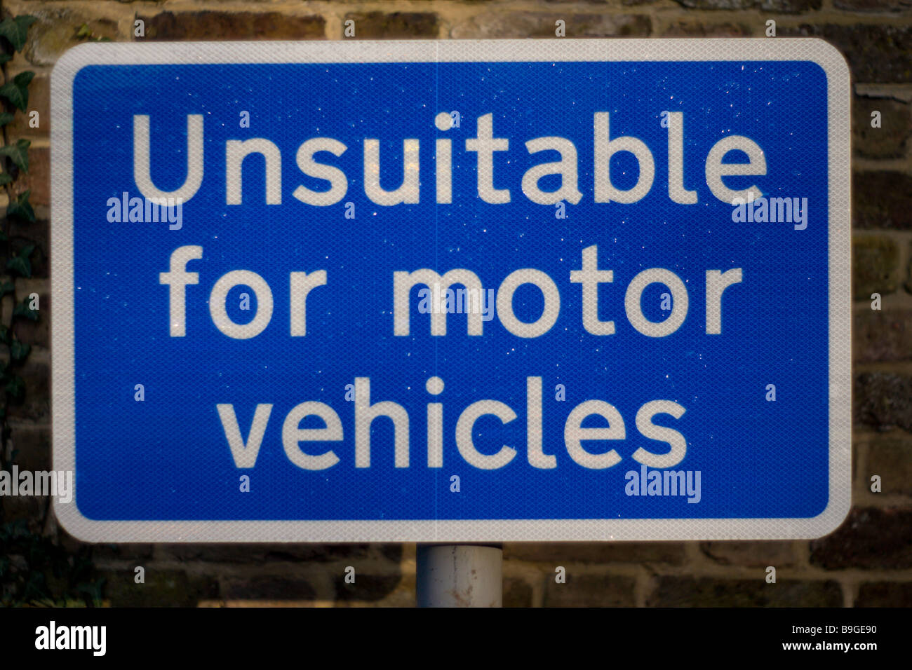 Unsuitable for motor vehicles sign - Stock Image
