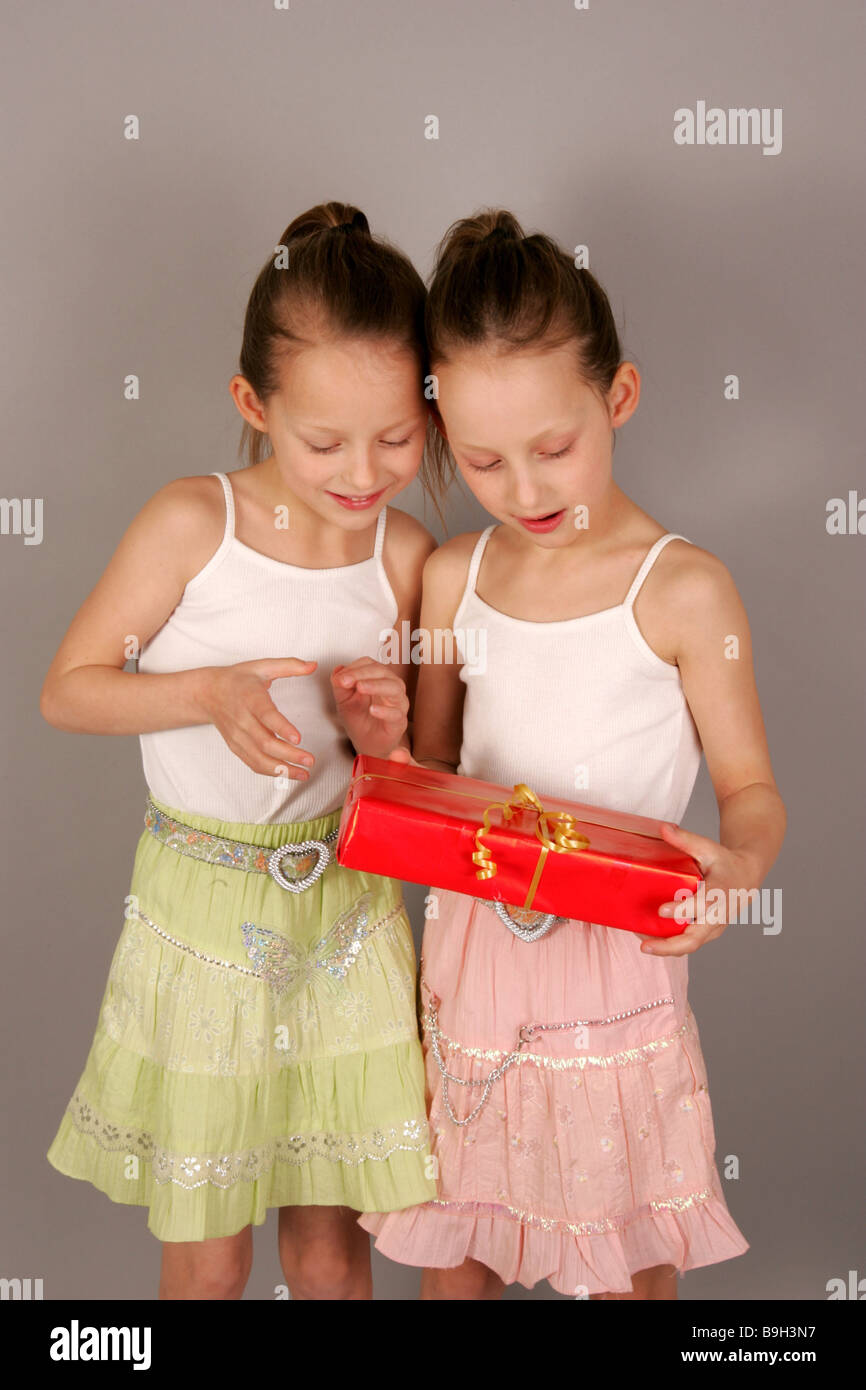 Girl Twins Gift Unpacking Detail Series People Children 6 10 Years Siblings Sisters Twin Birthday Surprise