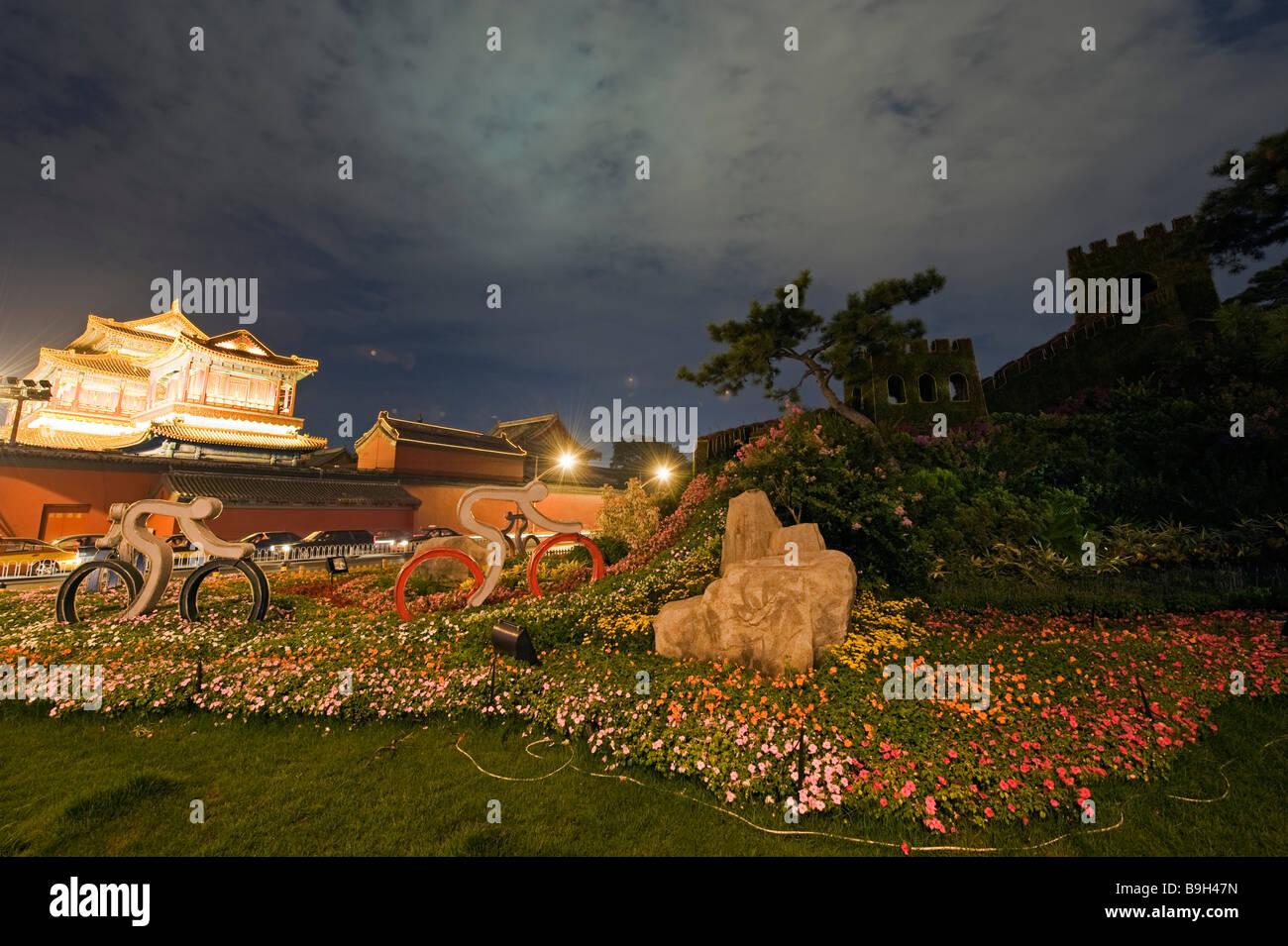 China, Beijing, Yonghegong district. Lama temple and Great Wall of China display - Stock Image
