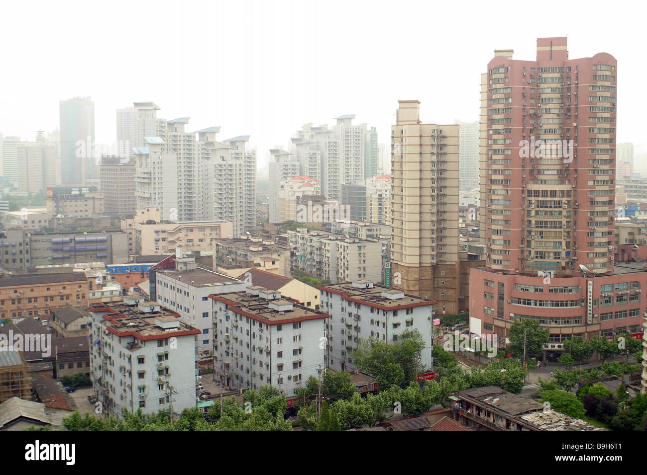 Shanghai: the population. The number and density of population in Shanghai