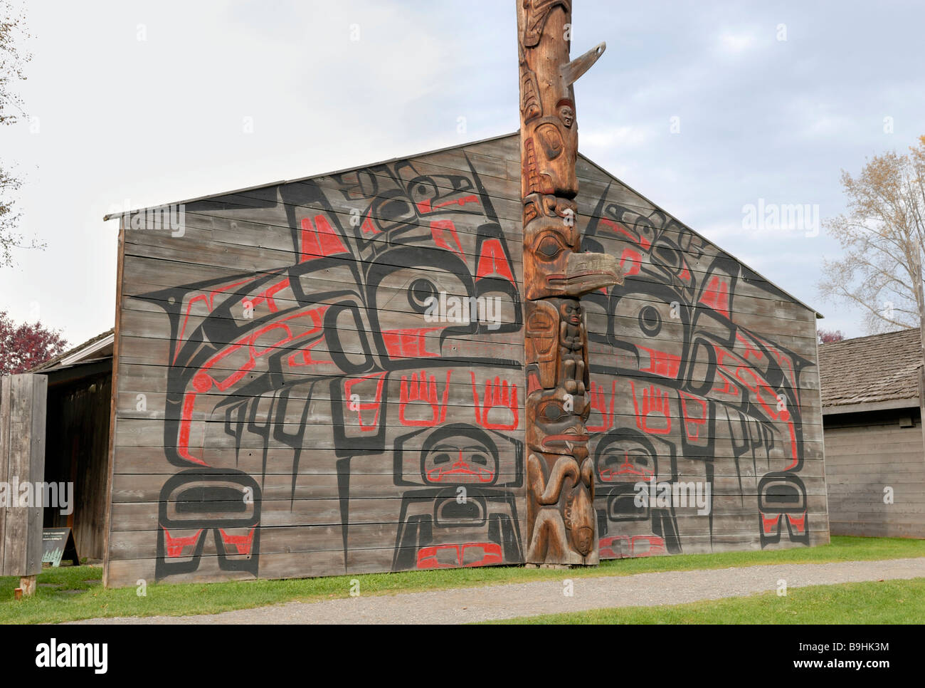 Gable facade of an Indian longhouse, K'san museum village, Hazelton, British Columbia, Canada, North America - Stock Image