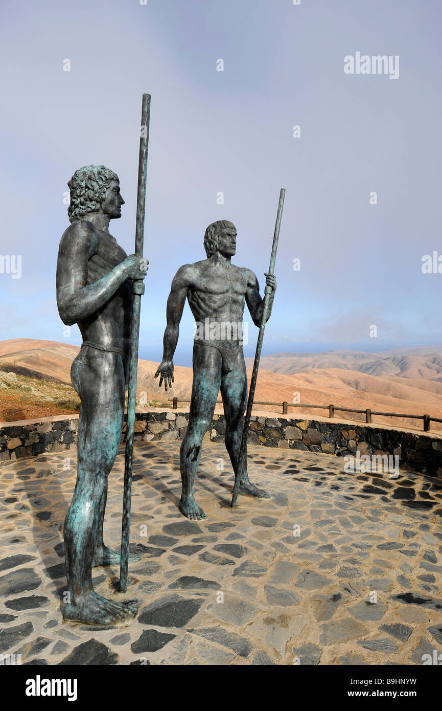Larger-than-life-sized bronze warrior figures guarding the valley of Vega de Rio de las Palmas beside the road after - Stock Image