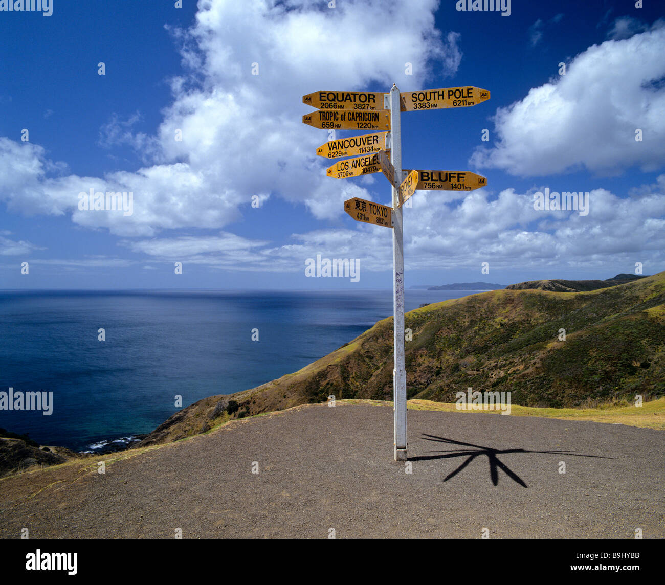 Road sign displaying distances, northern tip, North Island, New Zealand - Stock Image