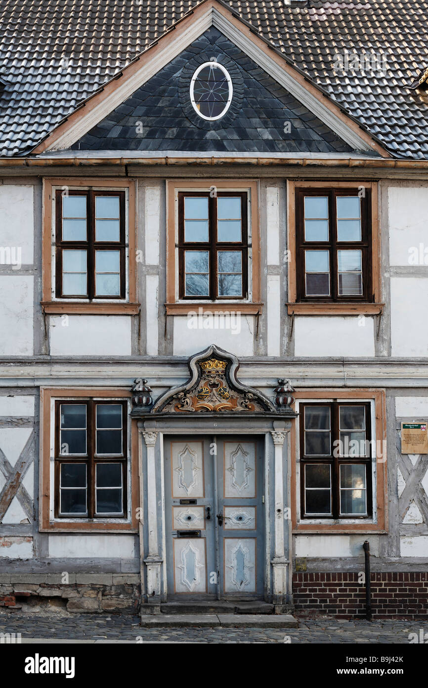 Frame house with baroque cartouche above the door, Oberpfarrkirchhof, Wernigerode old town, Harz, Saxony-Anhalt, - Stock Image