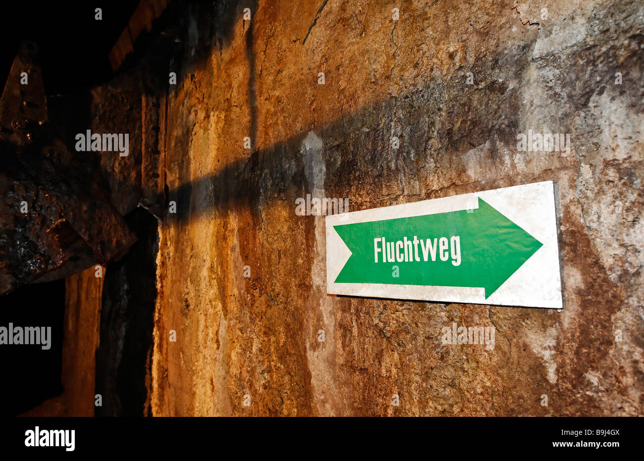 Emergency exit sign in a mining tunnel, Schaubergwerk Buechenberg mine, Elbingerode, Harz, Saxony-Anhalt, Germany, - Stock Image