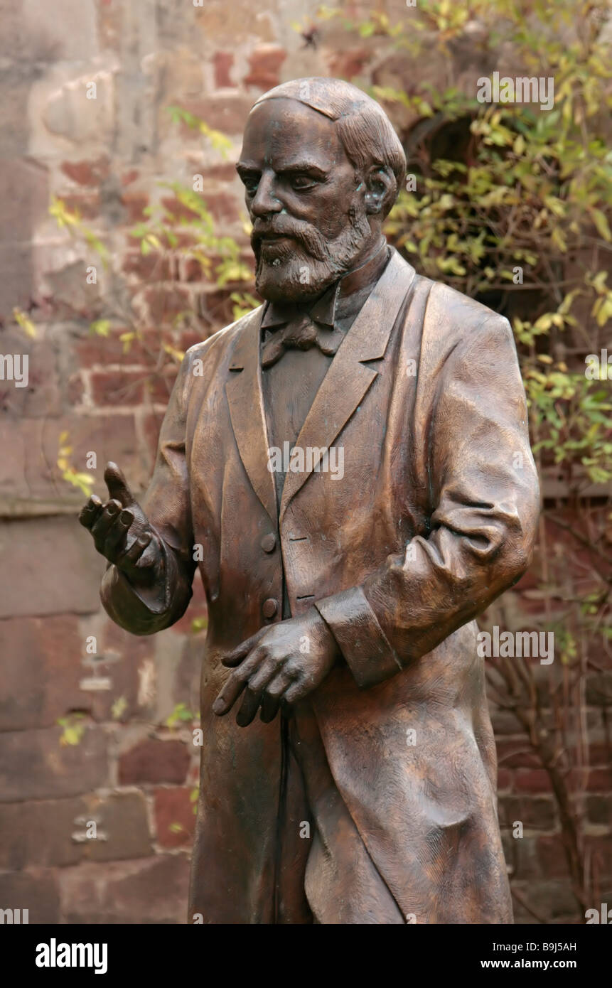 Monument, bronze statue of Konrad Duden, the creator of the German language dictionary, in front of the Stiftsruine - Stock Image