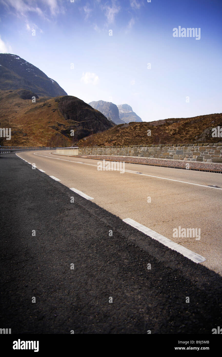 new road,sweeping curve,blue sky,no traffic. - Stock Image