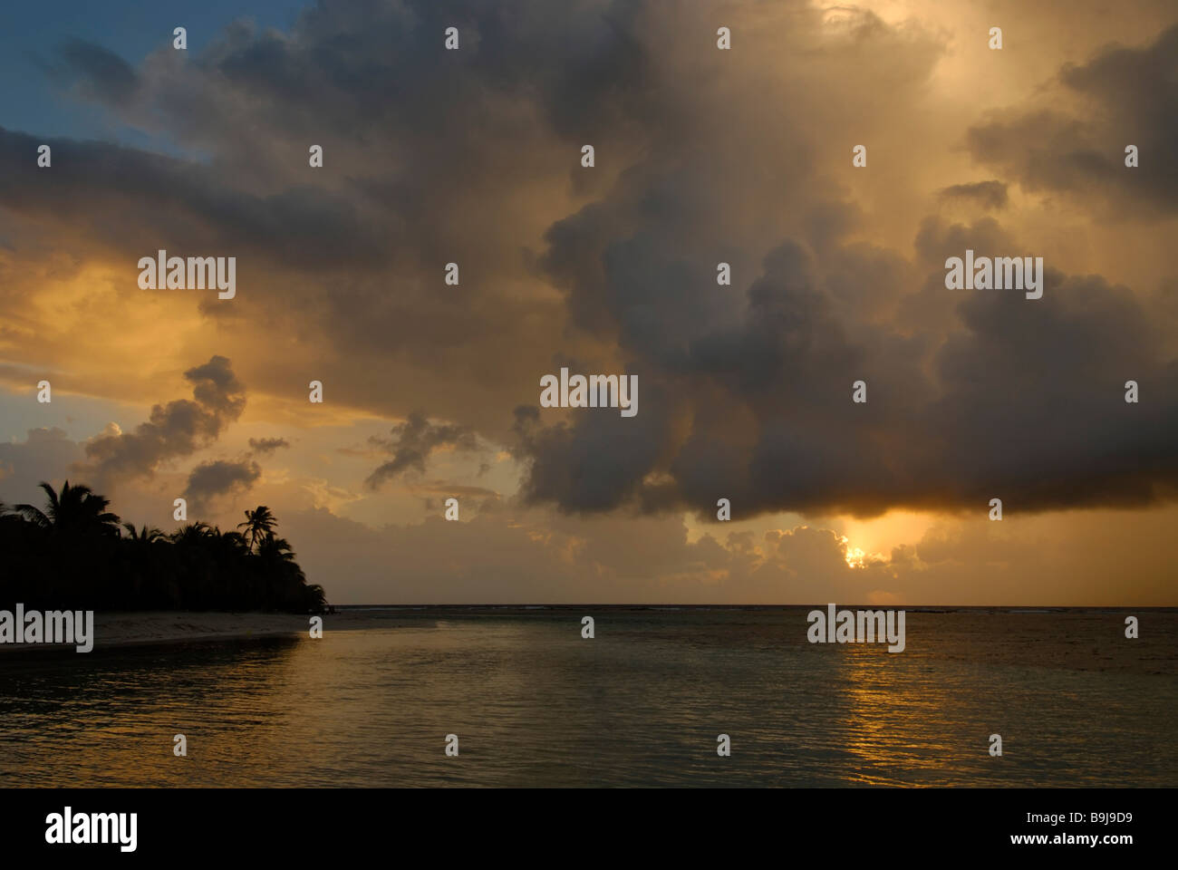 Sunrise over the Caribbean Sea, South Water Caye, Caribbean atoll, Belize, Central America - Stock Image