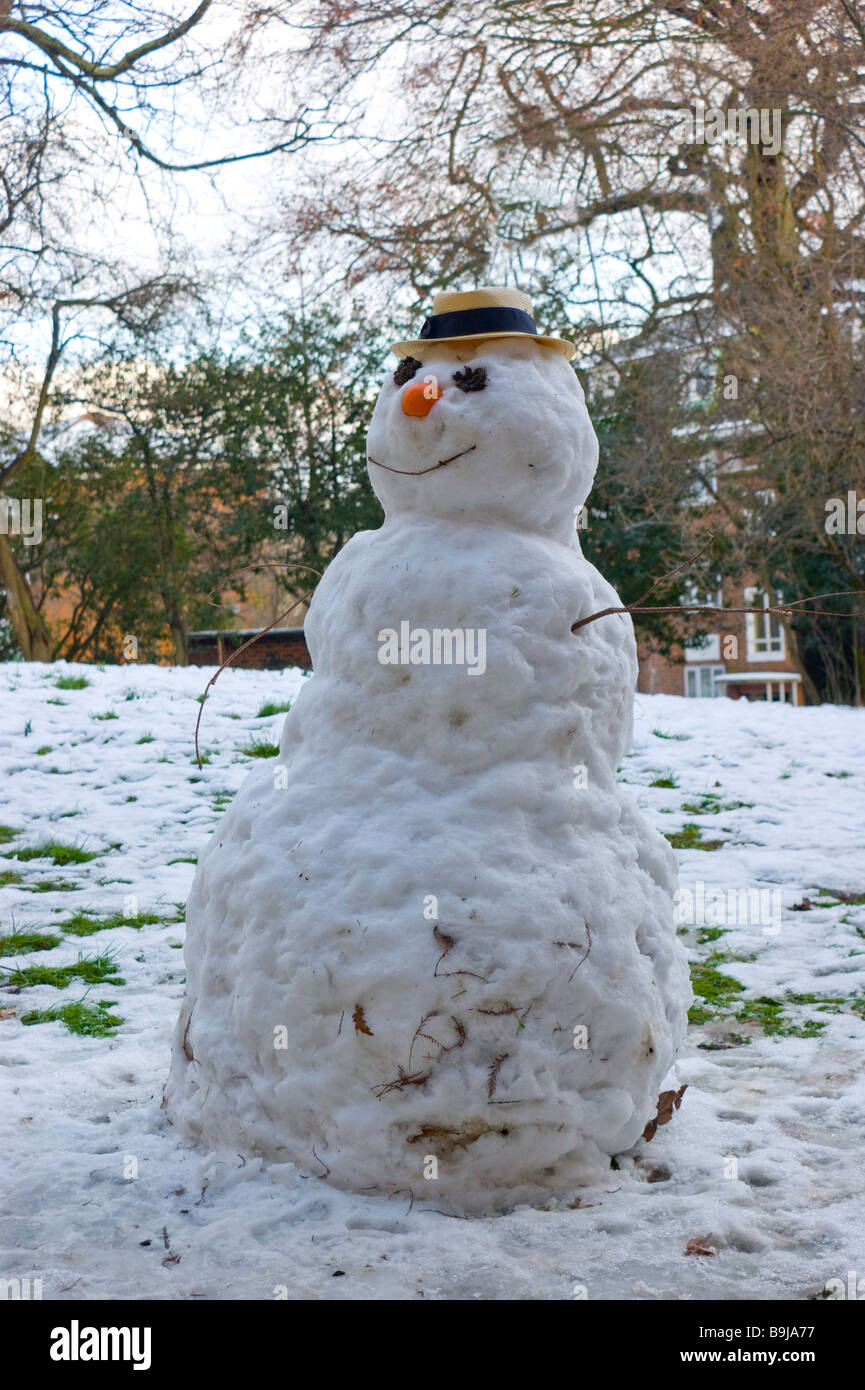 Snowman on a council estate in the suburbs of London in early February 2009. - Stock Image