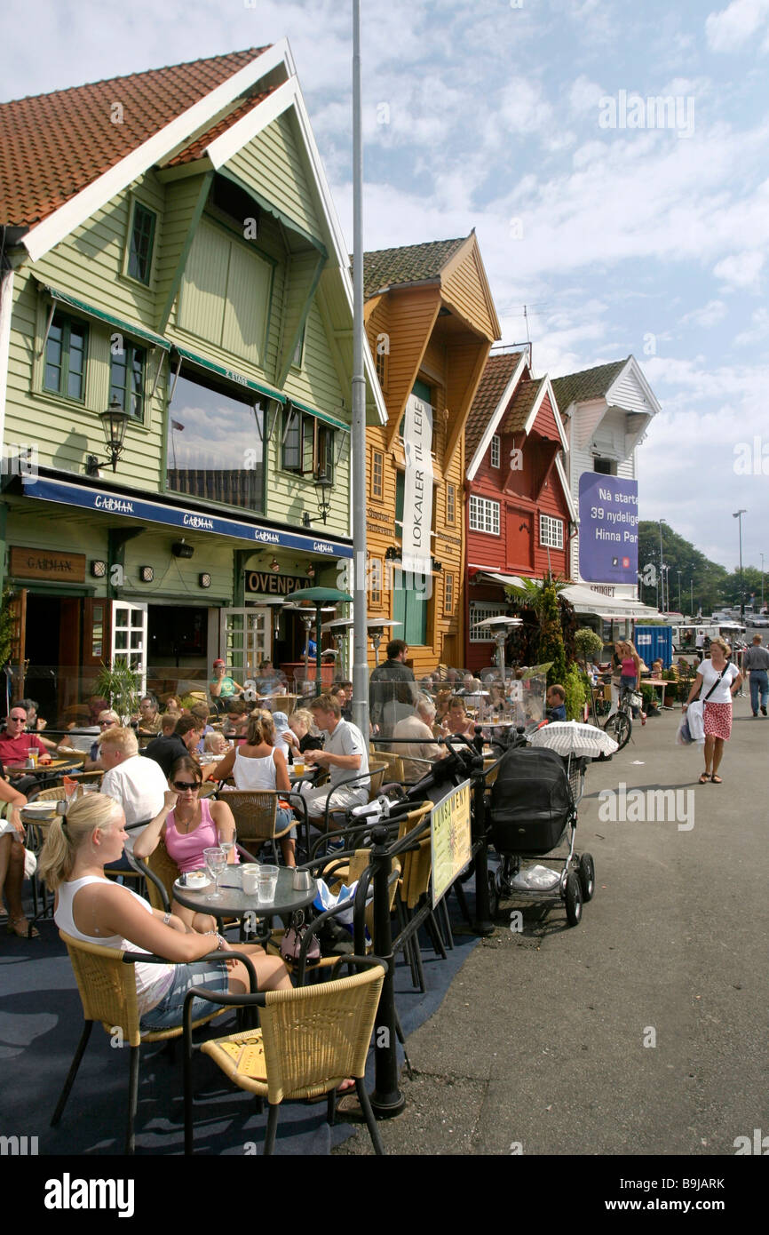 Restaurants at the harbour of Stavanger with its traditional timber houses, Stavanger, Norway, Scandinavia, Europe - Stock Image