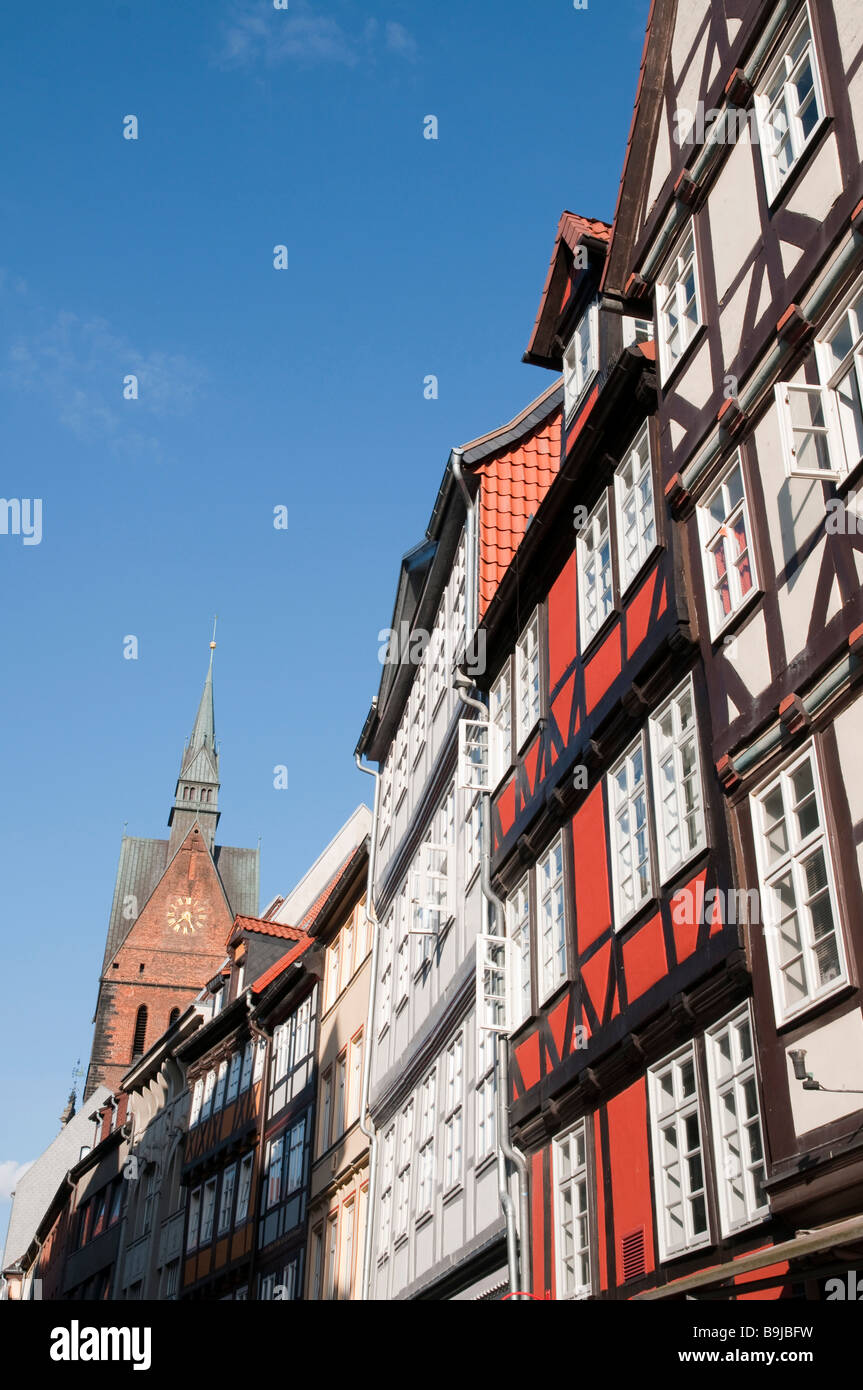 Altstadt Fachwerkhäuser in der Kramerstraße und Turm der Marktkirche Hannover old town timber framed houses - Stock Image