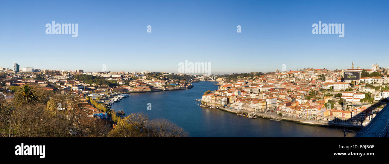 View from district Vila Nova de Gaia to the Old Town of Porto with River Rio Duoro, at the back Ponte de Arrábida - Stock Image