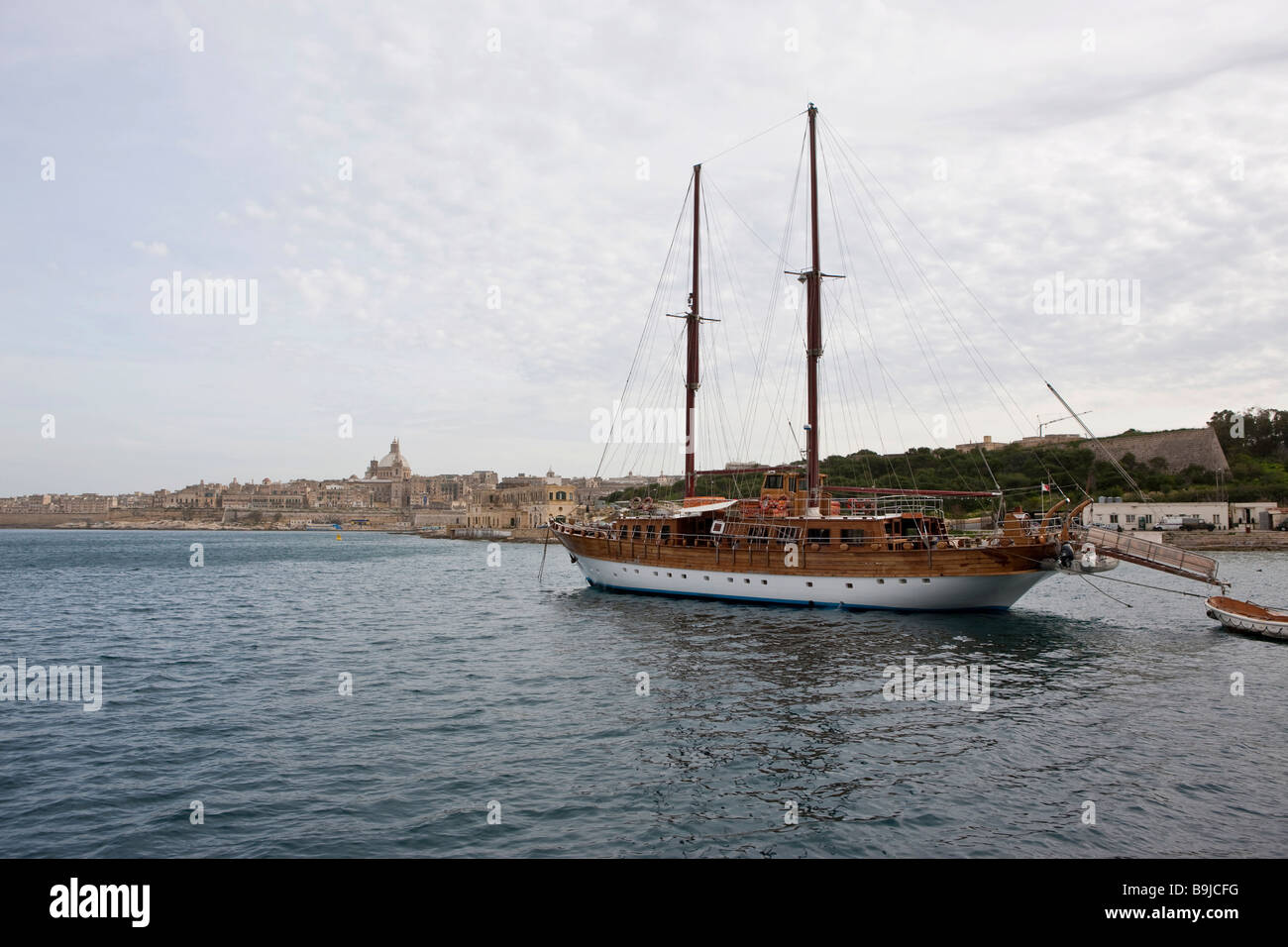 Tourists boat for harbour tours around Valletta, St Pauls Church in the back, Valletta, Malta, Europe - Stock Image