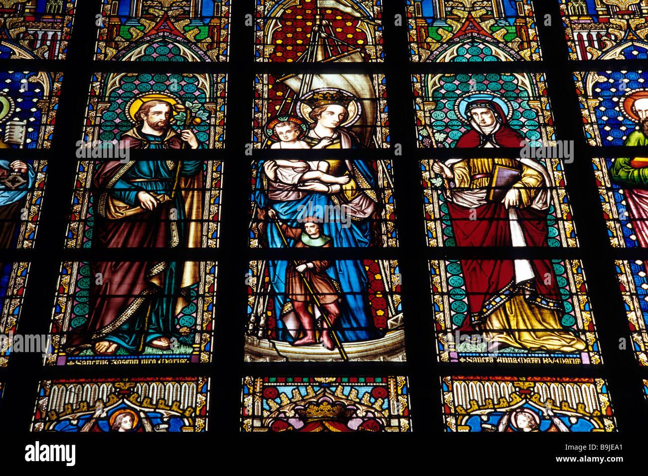 Notre Dame du Sablon Church, Zavel Kerk, lead glass window with religious images, Place du Petit Sablon, Kleine - Stock Image