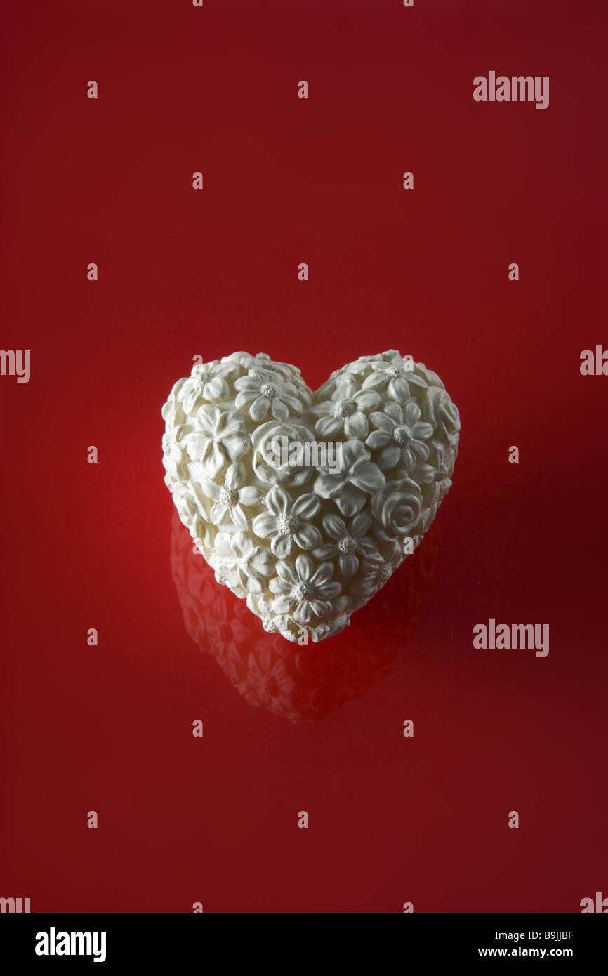 Decoration flower-heart ceramics white red  Alone flower-design flower-heart flower-patterns titles decoration secluded - Stock Image