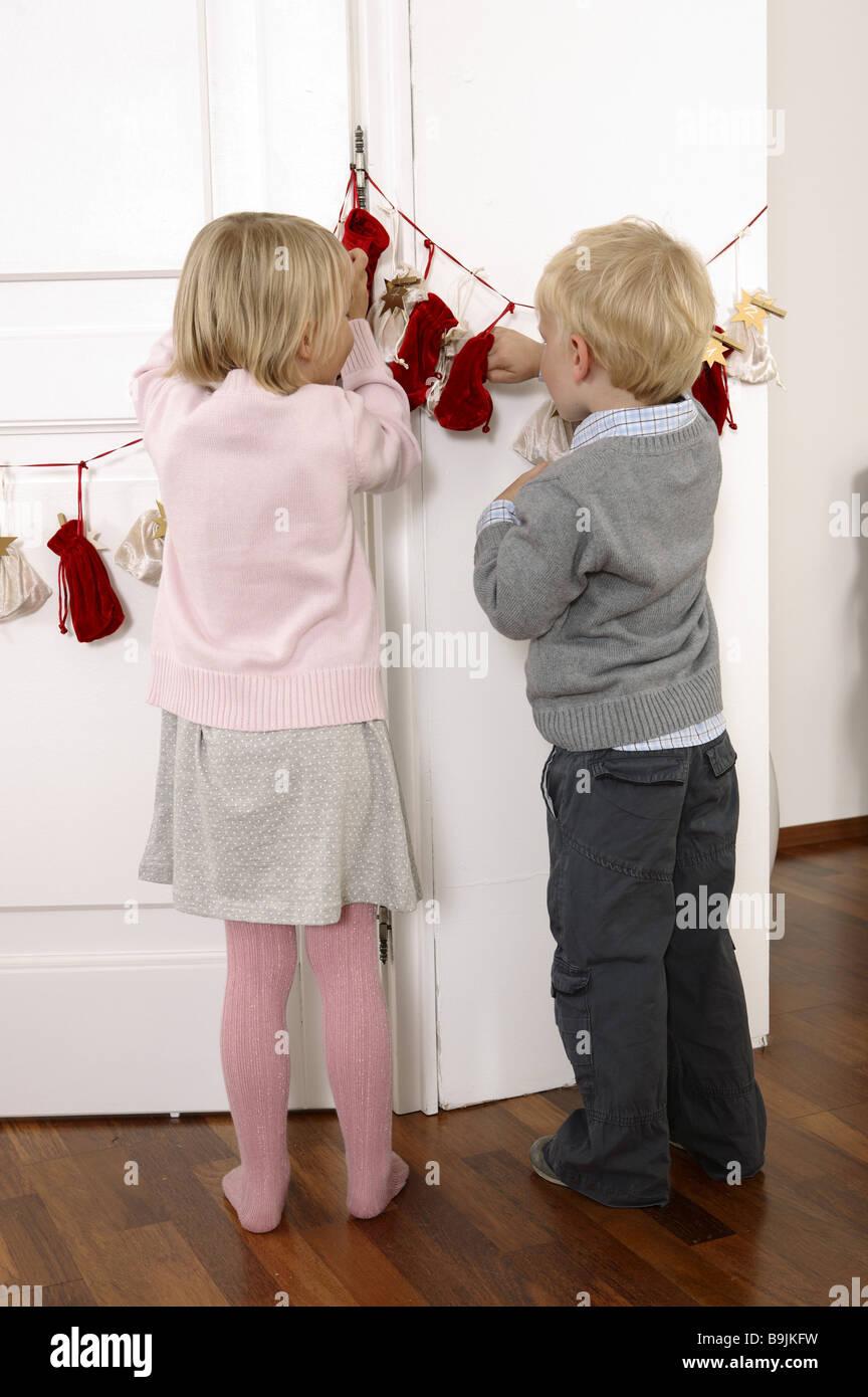 girl boy advent-calendars little sack back view view  3-4 years advent advent-calendar considerations siblings inner Stock Photo