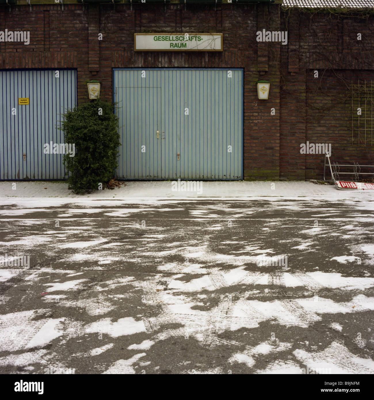 Brick-buildings garage-gates winter buildings brick-facade garages gates sheet metal-gates metal-gates garage-entrances - Stock Image