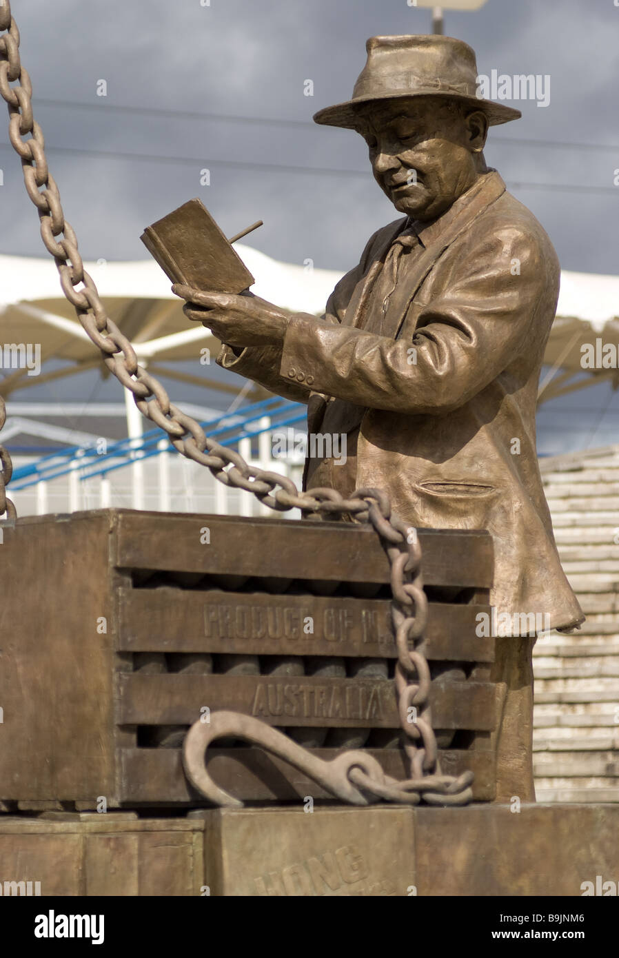 a statue in honour of the dock workers - Stock Image