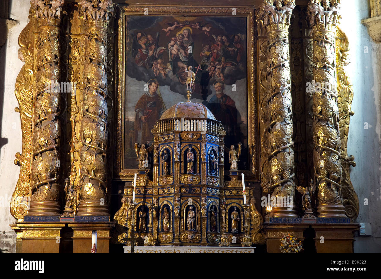 France, Hautes Alpes, Vallouise, Saint Etienne Church, 17th century altarpiece surrounded with a golden tabernacle - Stock Image