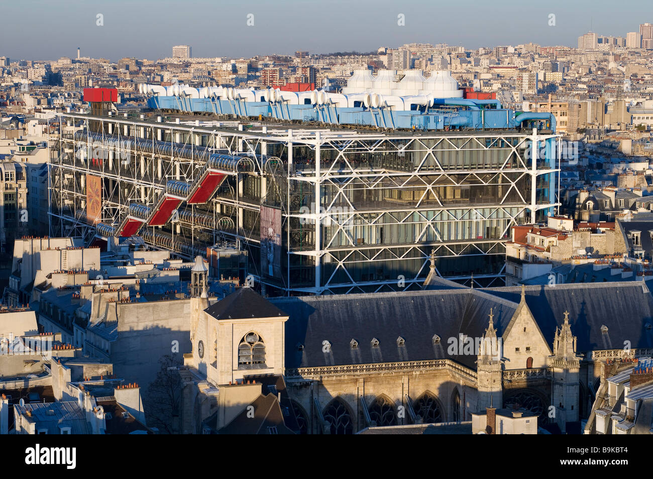 France, Paris, Centre Pompidou, by architects Renzo Piano, Richard Rogers and Gianfranco Franchini - Stock Image