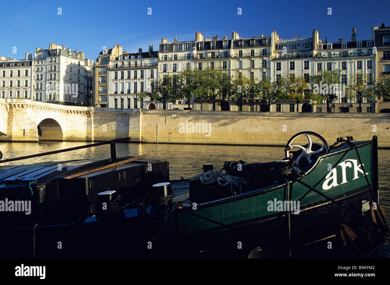 France, Paris, banks of the Seine river classified as World Heritage by UNESCO, buildings of the quai d' Anjou - Stock Image