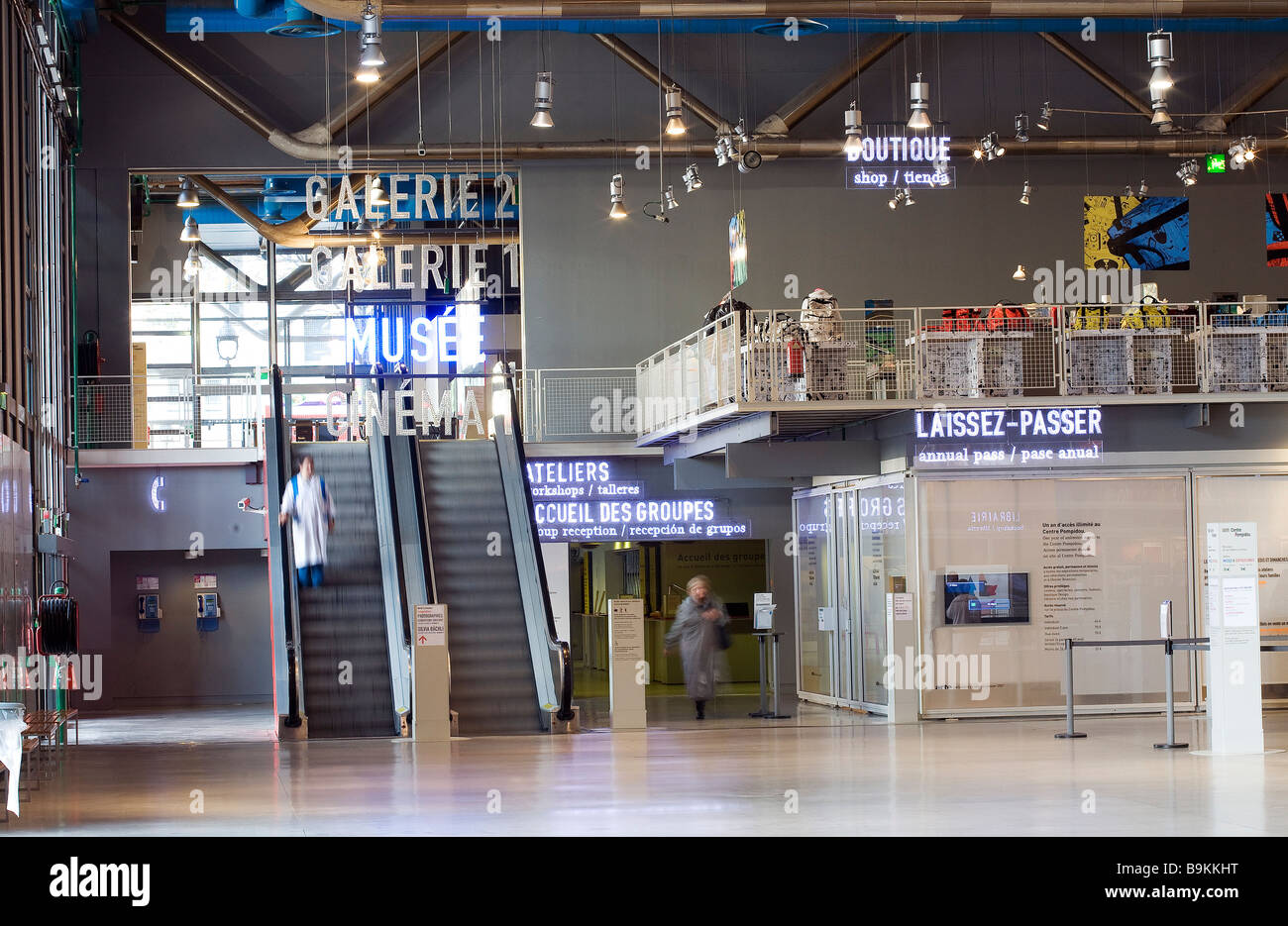 France, Paris, Centre Pompidou, by architects Renzo Piano, Richard Rogers and Gianfranco Franchini, lobby and shop Stock Photo