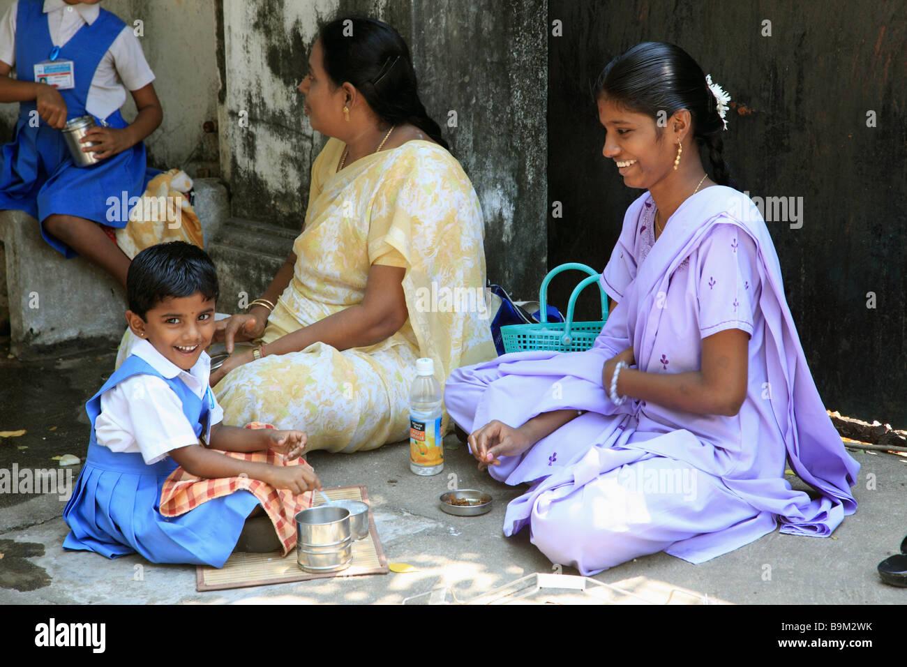 India Puducherry Pondicherry mother with schoolchildren at lunch - Stock Image