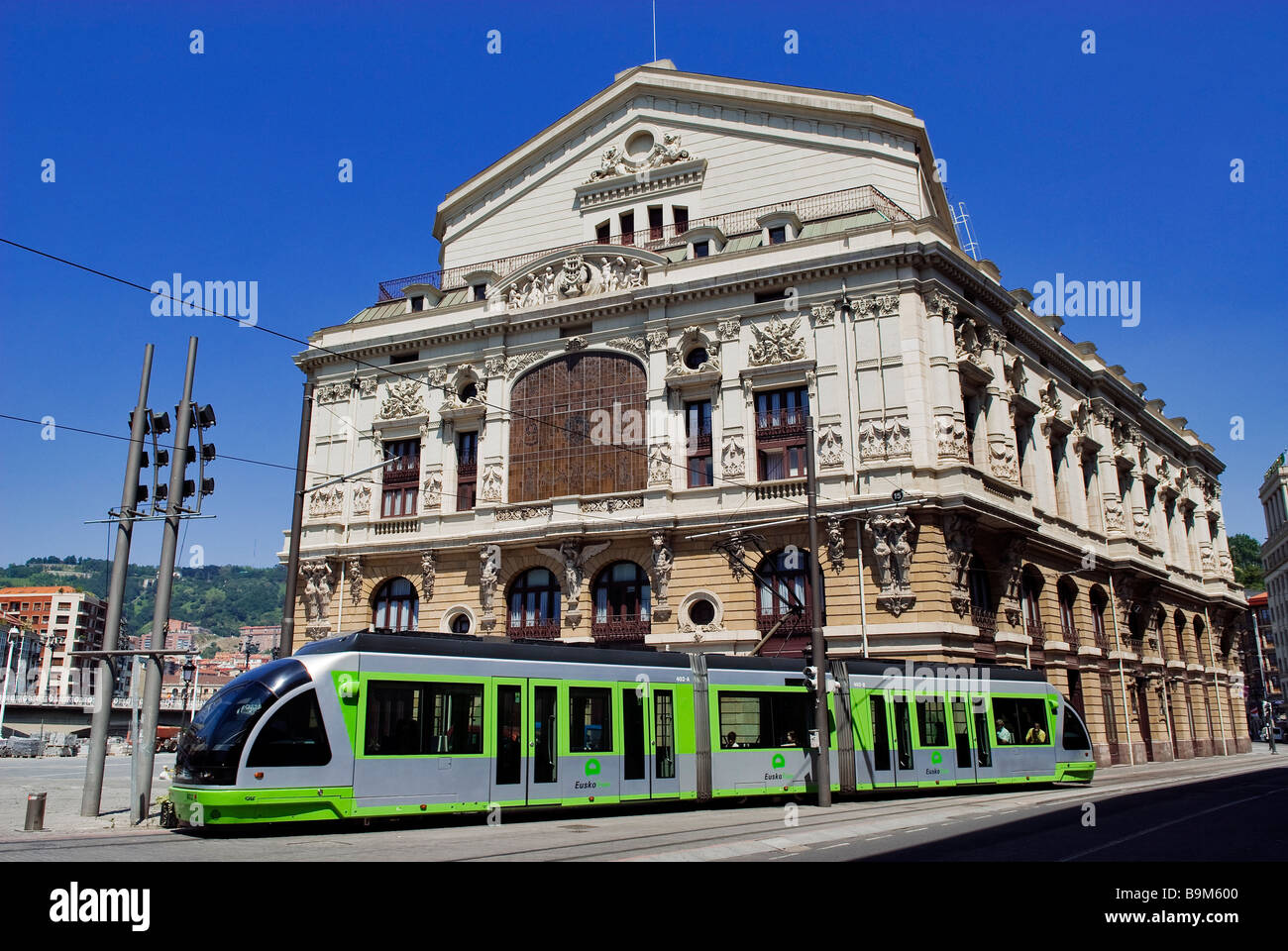 Spain, Biscaye province, Spanish Basque Country, Bilbao, the tram (Euskotren) in front of Arriaga theater - Stock Image