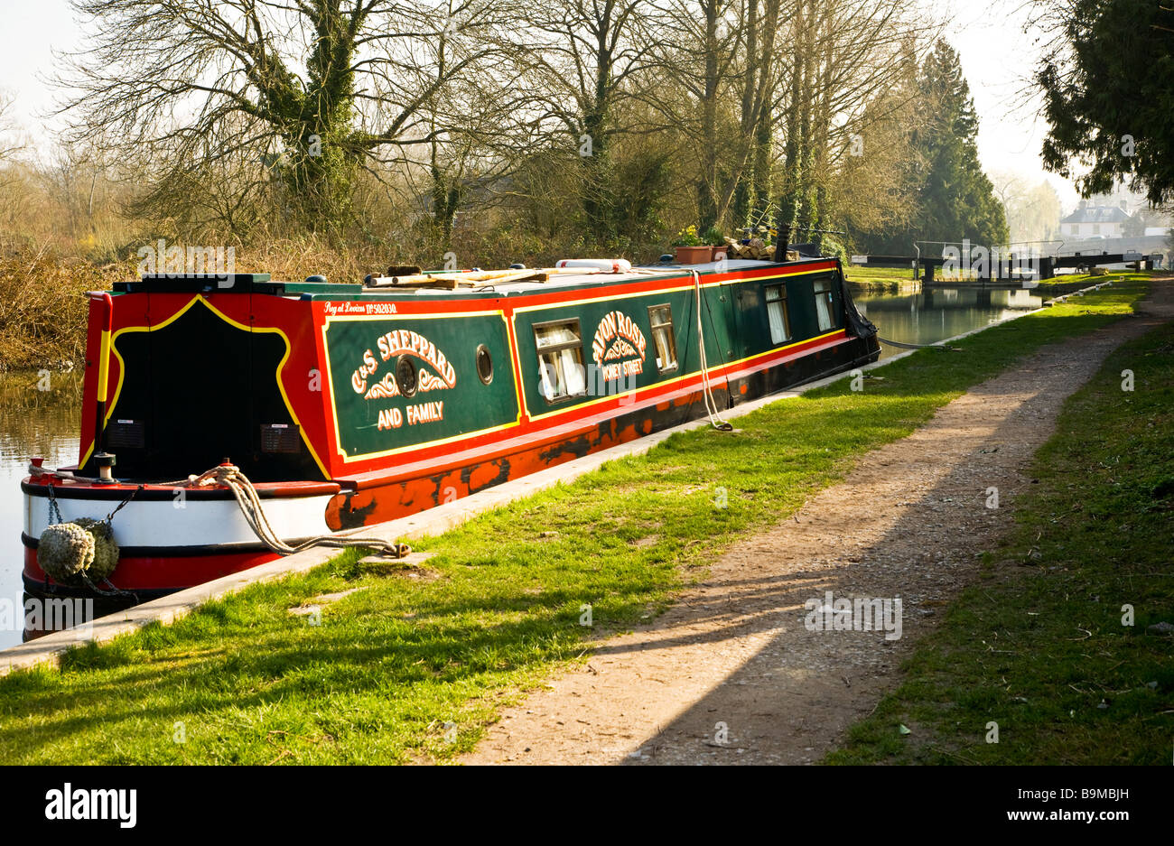 A narrowboat moored along the Kennet and Avon Canal at Hungerford Berkshire England UK with Hungerford Lock in the - Stock Image